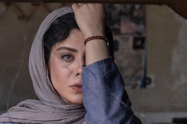 ارائه نسخه ای از دوزیست به دبیرخانه جشنواره فیلم فجر