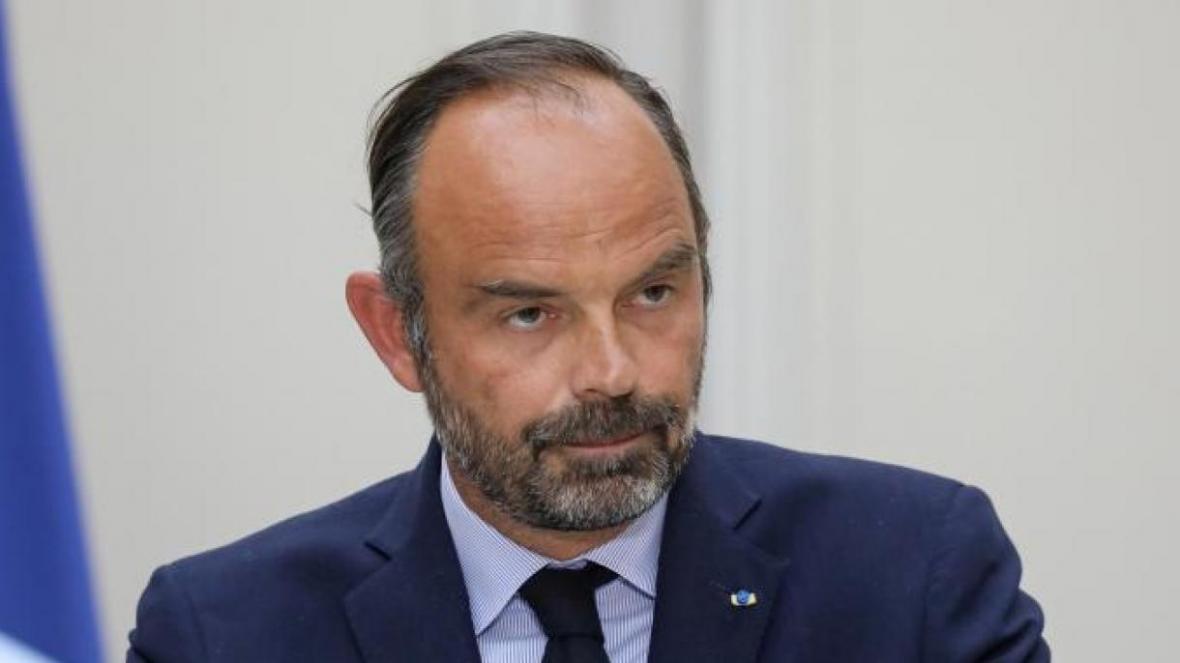 کرونا نخست وزیر مستعفی فرانسه را به دادگاه کشاند