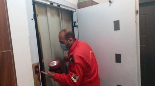 نجات پنج شهروند تبریزی محبوس در آسانسور
